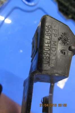 Направляющая переднего бампера правая Citroen C4