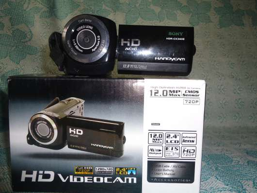 Видеокамера и компьютерные колонки