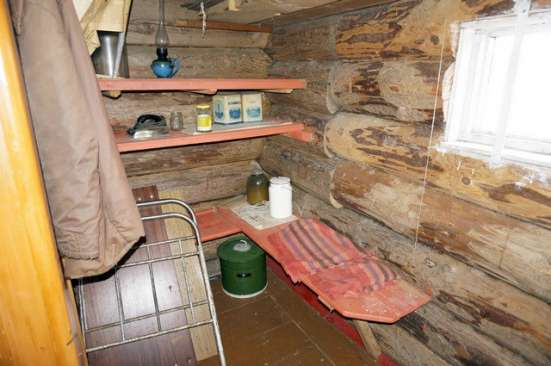 Бревенчатый дом в деревне, с возможностью зимнего проживания