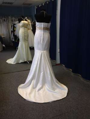 Атласное свадебное платье-русалка