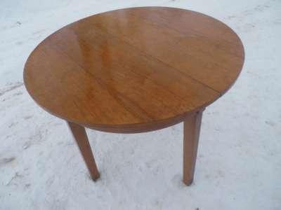 Старинный  стол.