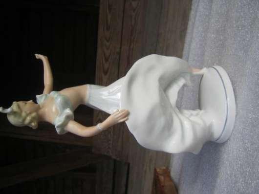 Фарфоровую статуэтку-Танцовщица-,Германия,1950-е гг.,ШауБах
