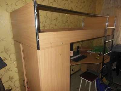 Кровать со столом и шифоньером