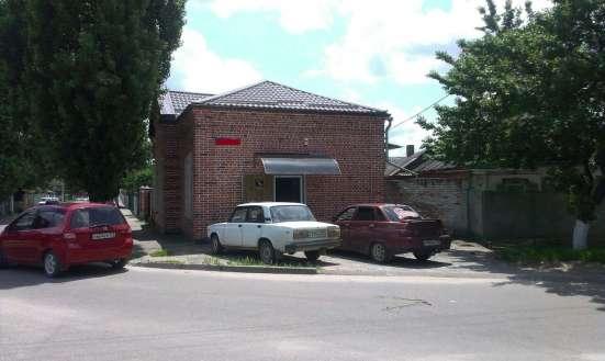 В Кропоткине по Ленина торговое помещ. 70 кв. м. на уч 3 сот