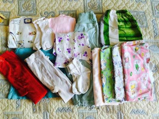 пакет вещей с 4 месяцев до года + зимние ботинки + дом.тапки