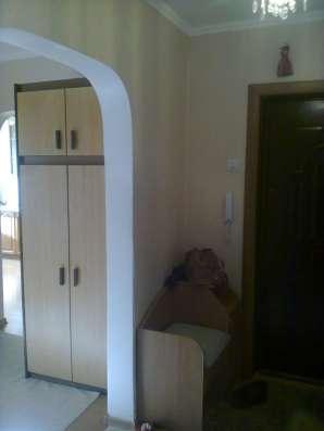 Продам 2 комнатную квартиру на Кесаева 5
