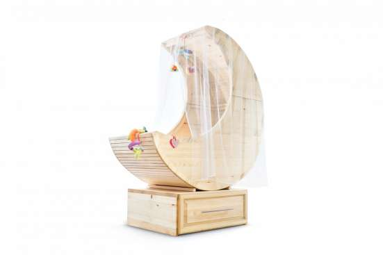 Детские эко-кроватки из массива в форме полумесяца
