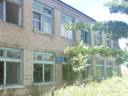 Двухэтажное нежилое здание