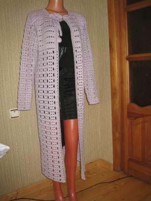Кардиган-пальто выполненный крючком