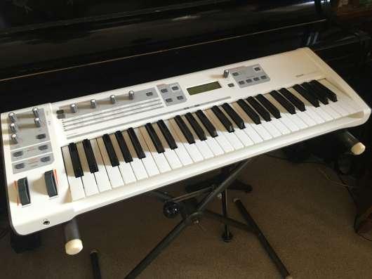 Виртуальный синтезатор M-Audio Venom USB