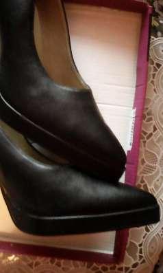 Красивые черные туфли на высоком каблуке, р. 39-40