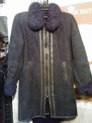 Свингер-короткий плащ из телячьей кожи с отделкой мутоном в Барнауле Фото 1