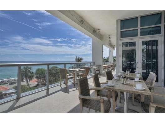 Квартира в Санни-Айлс с панорамными видами на океан