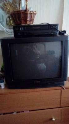 """Мягкий угловой диван б/ у, телевизор """"Samsung"""", стеклянные б"""