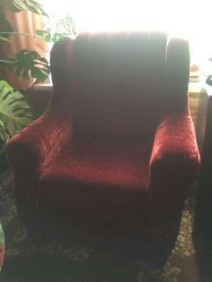 Ретро диван и кресло в отличном состоянии
