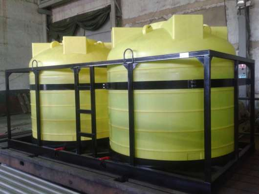Емкости пластиковые для перевозки воды и других растворов